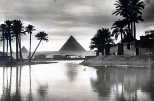 PyramidsGizaNileInFlood_1